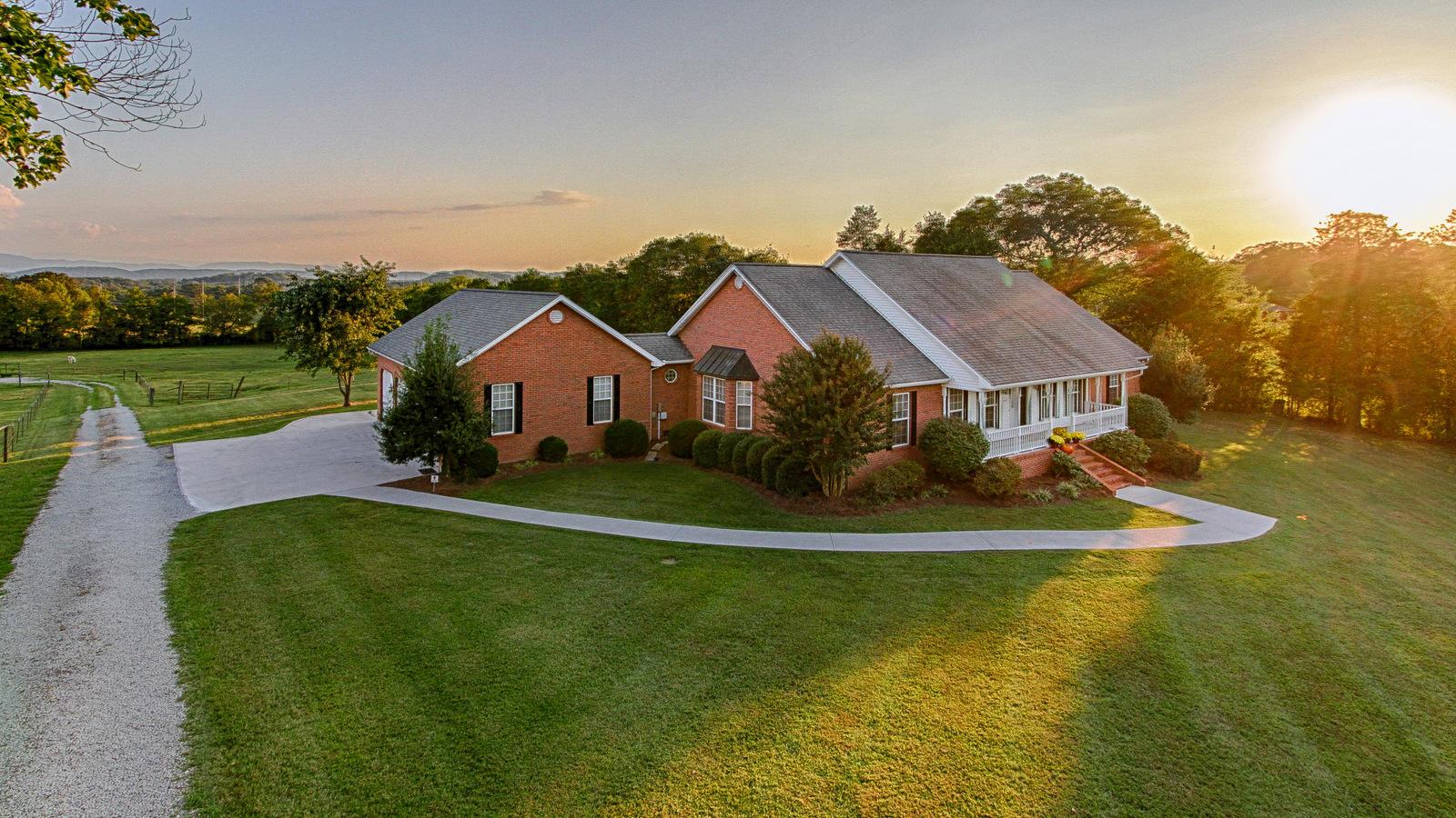 605 S Carter School Rd, Strawberry Plains, TN 37871