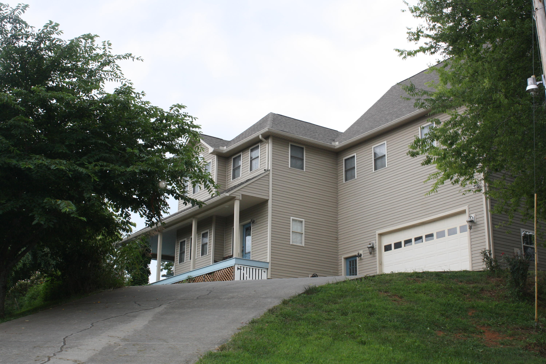 2740 Forest Ridge Rd, Dandridge, TN 37725