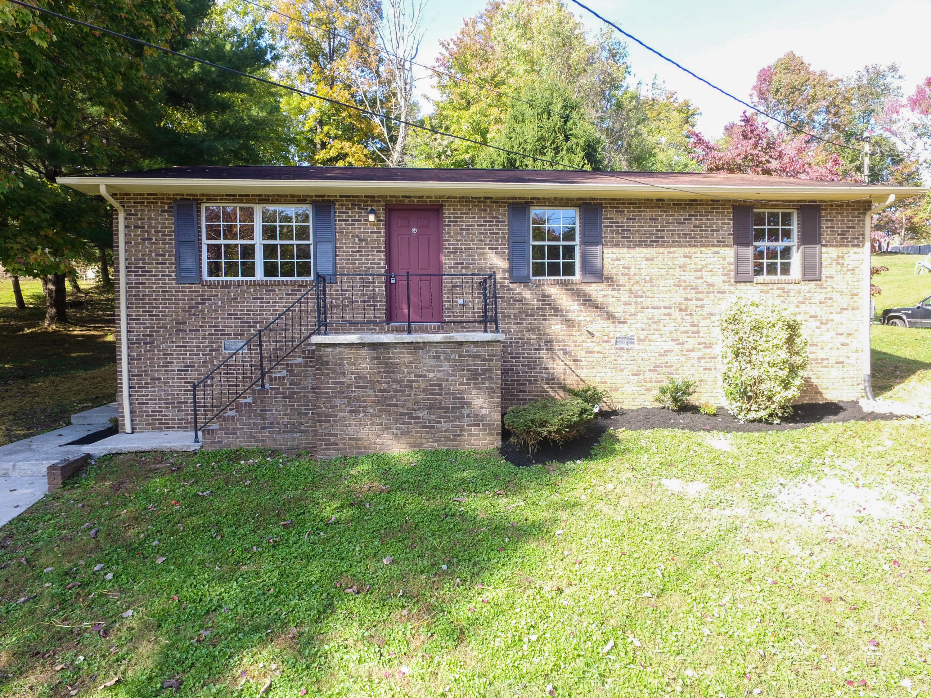213 Gladwood Rd, Clinton, TN 37716