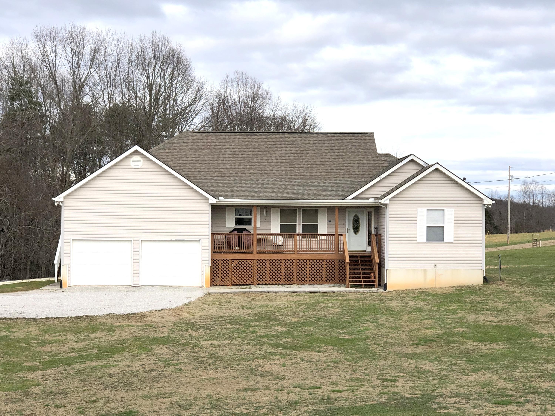 2761 Pinecrest Rd, Jacksboro, TN 37757