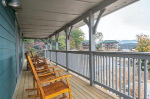 1117 Cove Falls Way, Pigeon Forge, TN 37863
