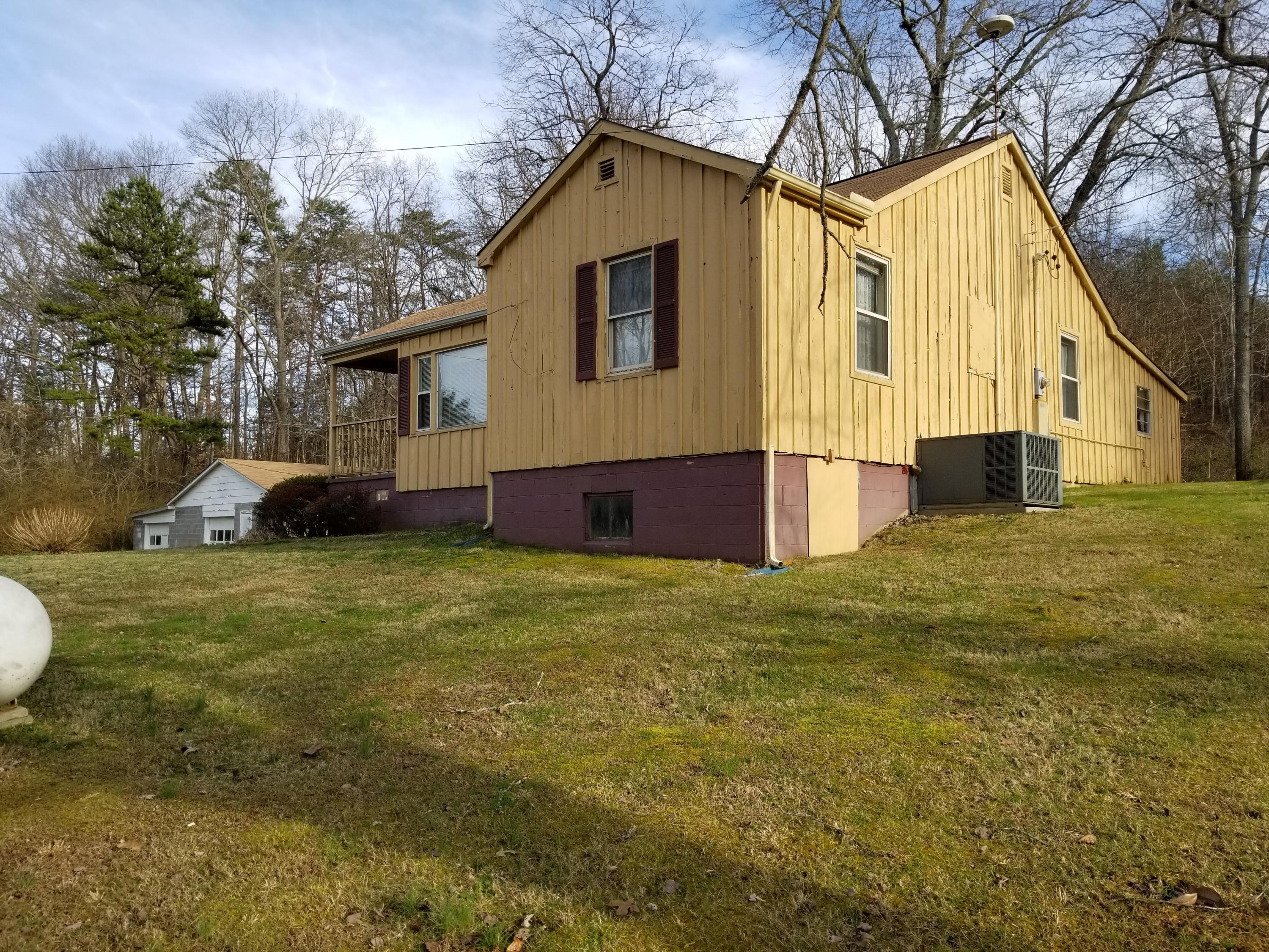 8907 W Simpson Rd, Knoxville, TN 37920