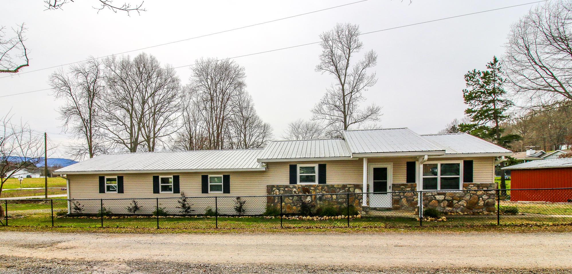 3017 Orchard Rd, Dandridge, TN 37725