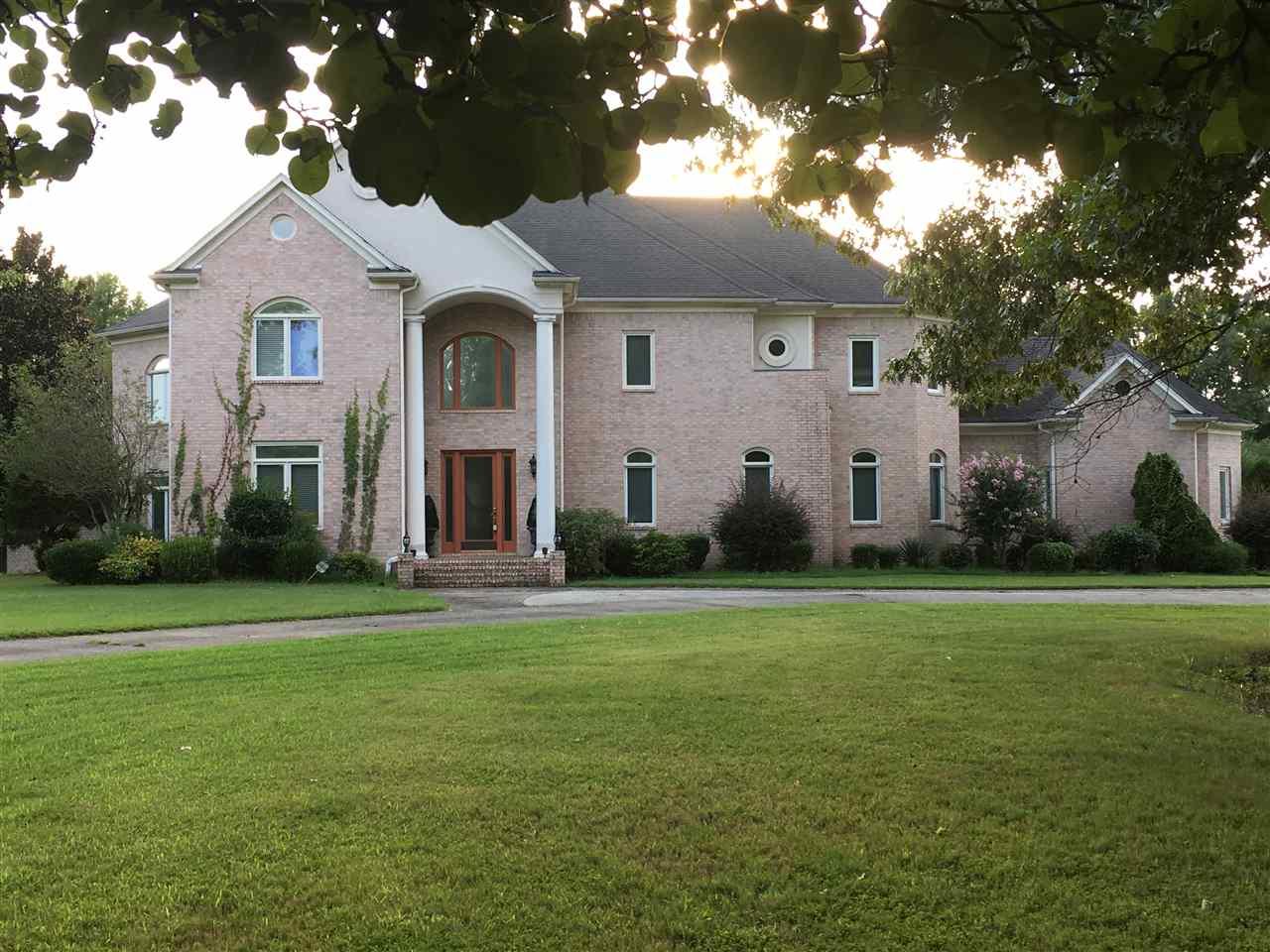 5017 Le Chateau, Unincorporated, TN 38125