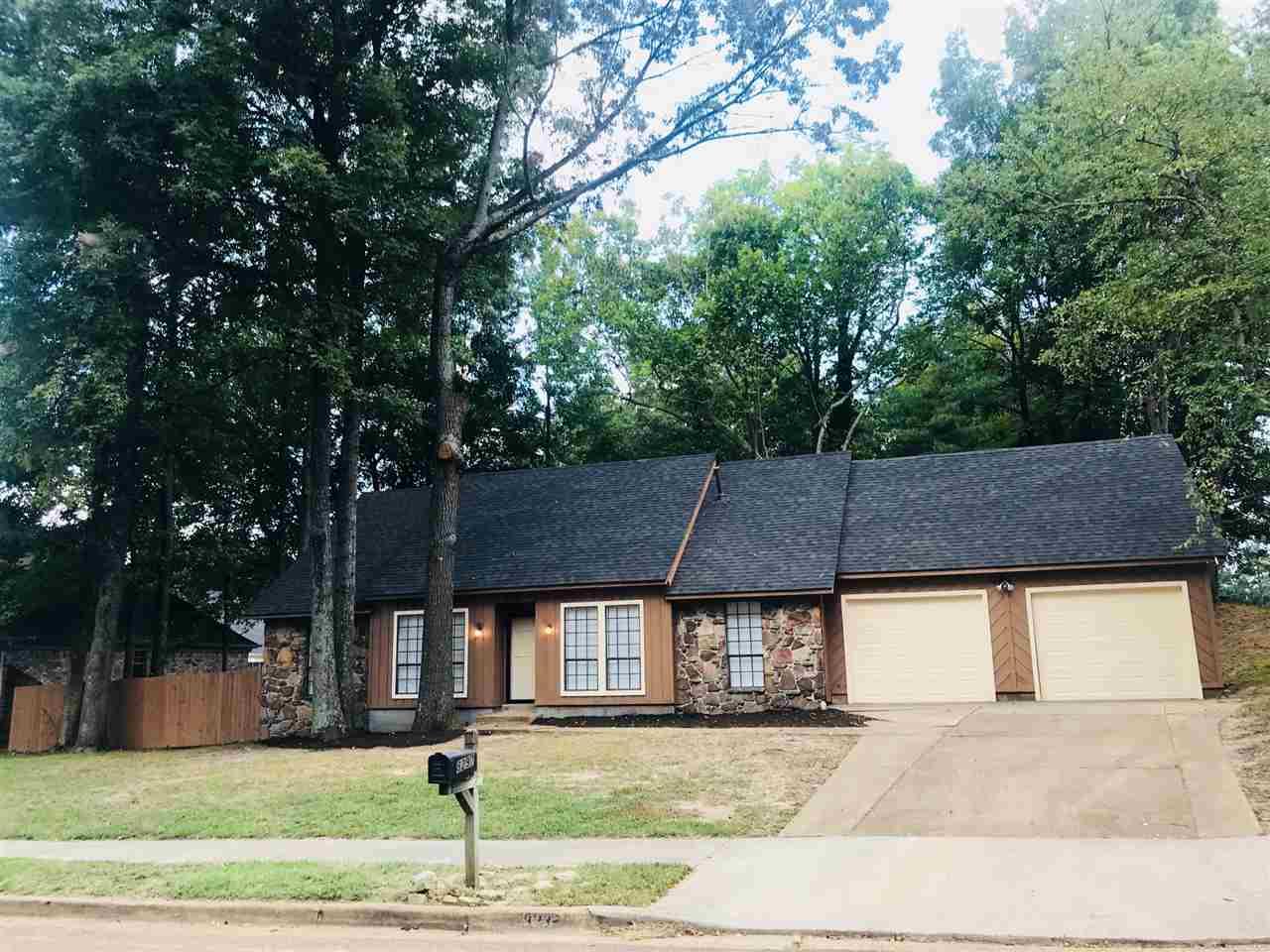 8297 Shallow Glen, Memphis, TN 38016