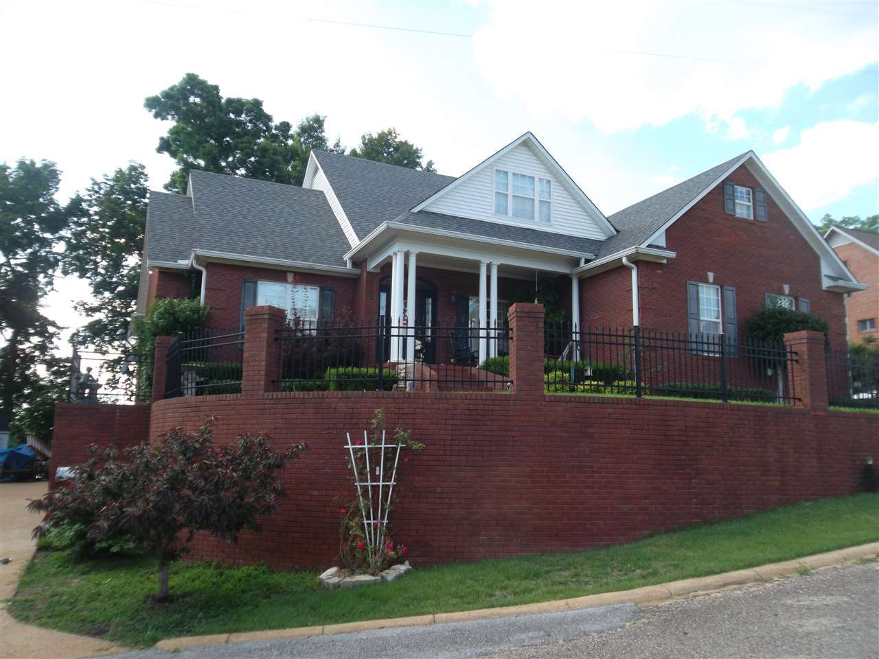 984 Skyline, Clifton, TN 38425