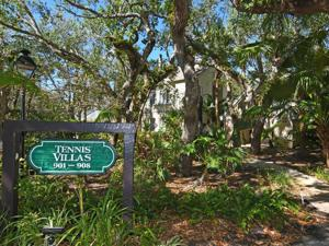 1315 Winding Oaks Circle, Vero Beach, FL 32963