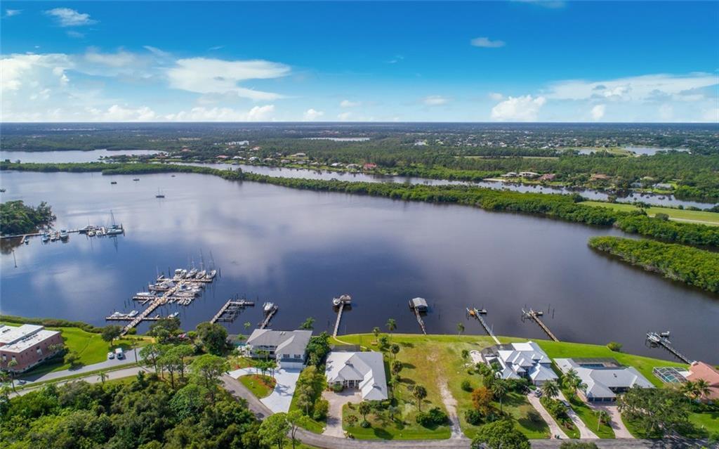 1003 Se Kitching Cove Lane, Port Saint Lucie, FL 34952