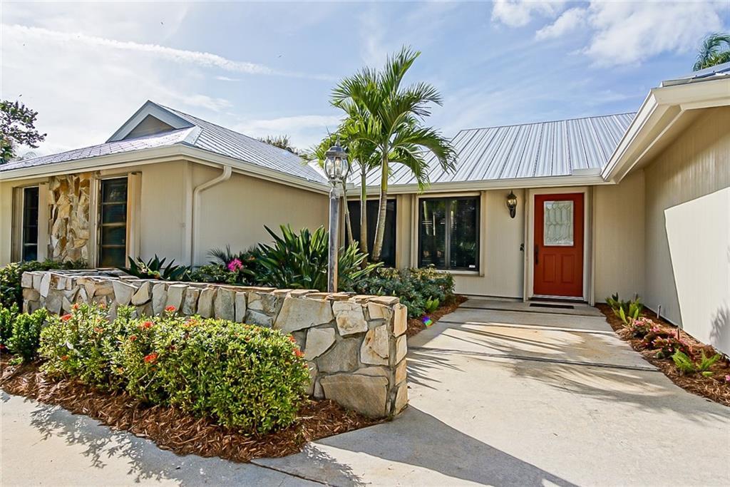 896 Sw Woodcreek Drive, Palm City, FL 34990