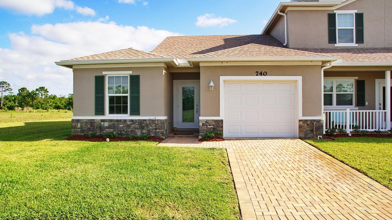740 Ne Hawks Ridge Way, Port Saint Lucie, FL 34983