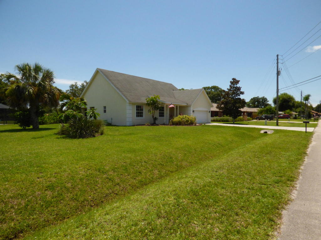 5300 Suson Lane, Fort Pierce, FL 34951