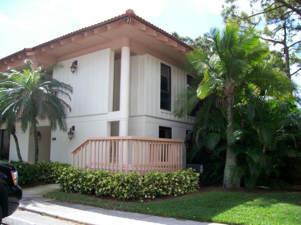 326 Brackenwood Circle, Palm Beach Gardens, FL 33418