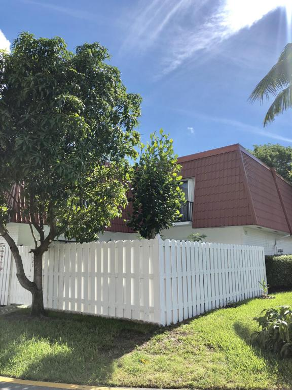 1420 Oxford Lane, Boynton Beach, FL 33426