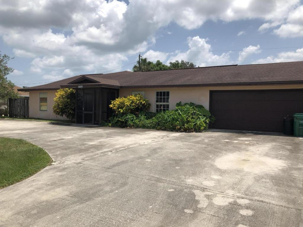 185 Se Soneto Court, Fort Pierce, FL 34983