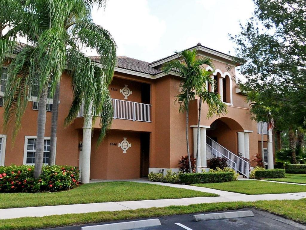 8254 Mulligan Circle, Port Saint Lucie, FL 34986