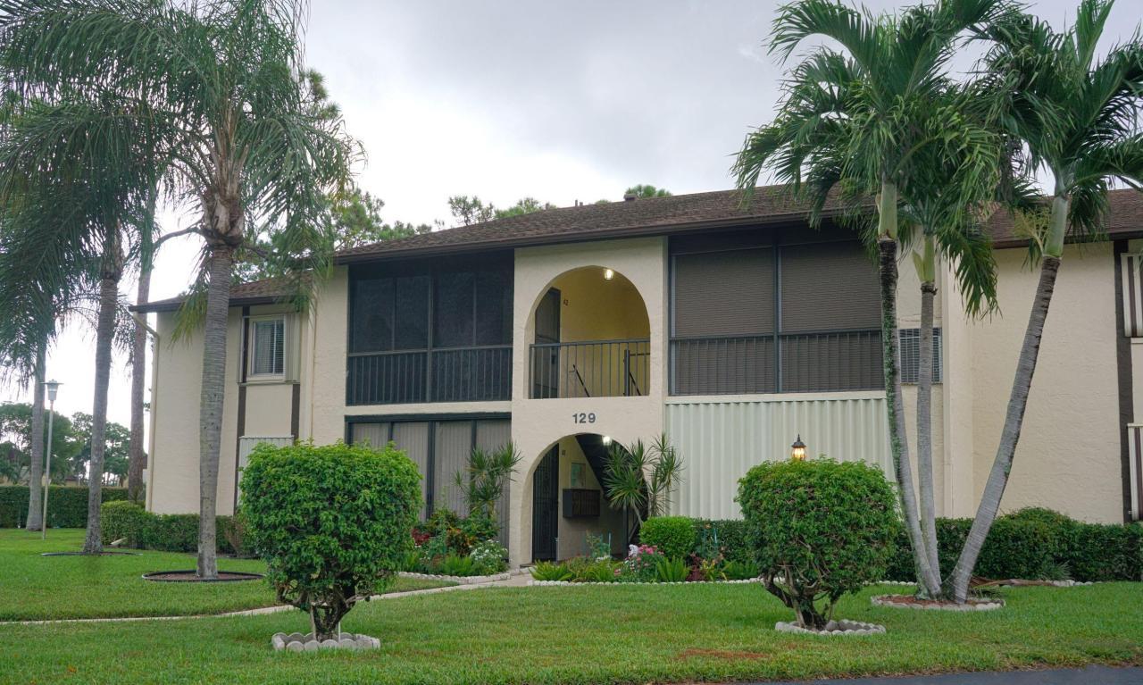 129 Lake Pine Circle, Greenacres, FL 33463