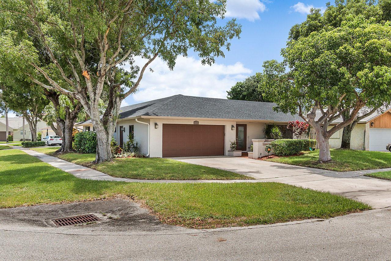 6633 Amberwoods Drive, Boca Raton, FL 33433