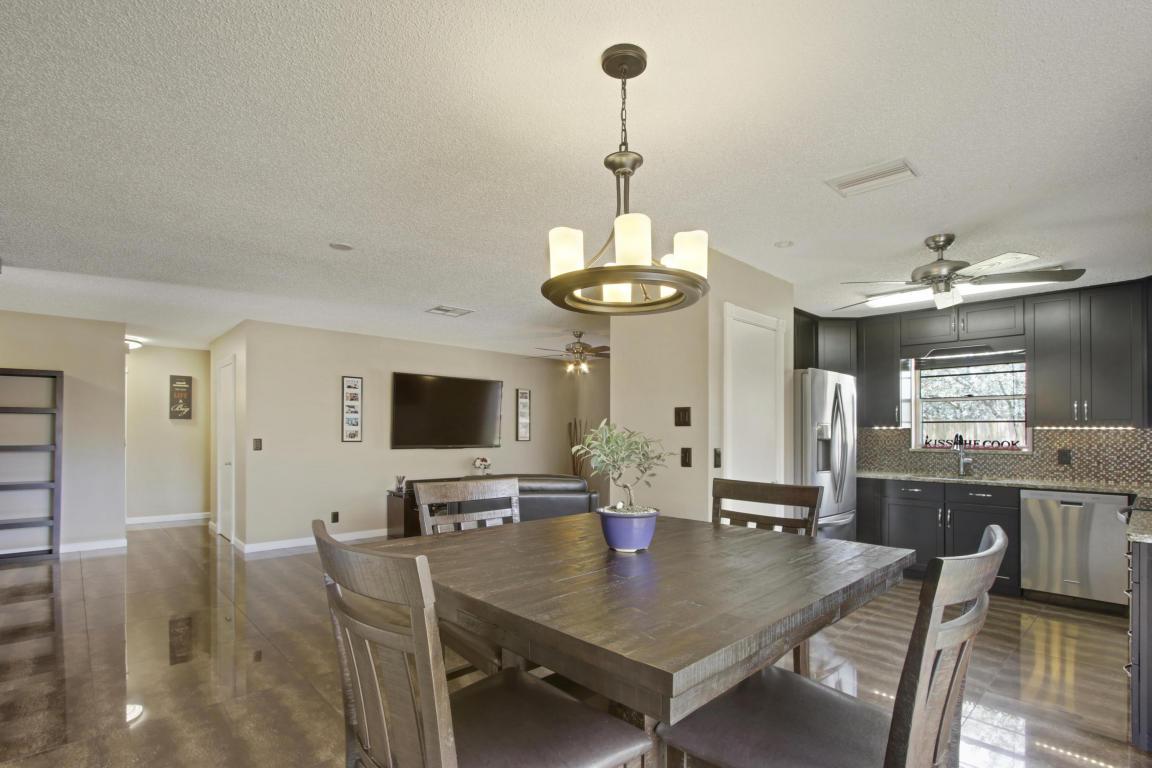 276 Foresta Terrace, West Palm Beach, FL 33415