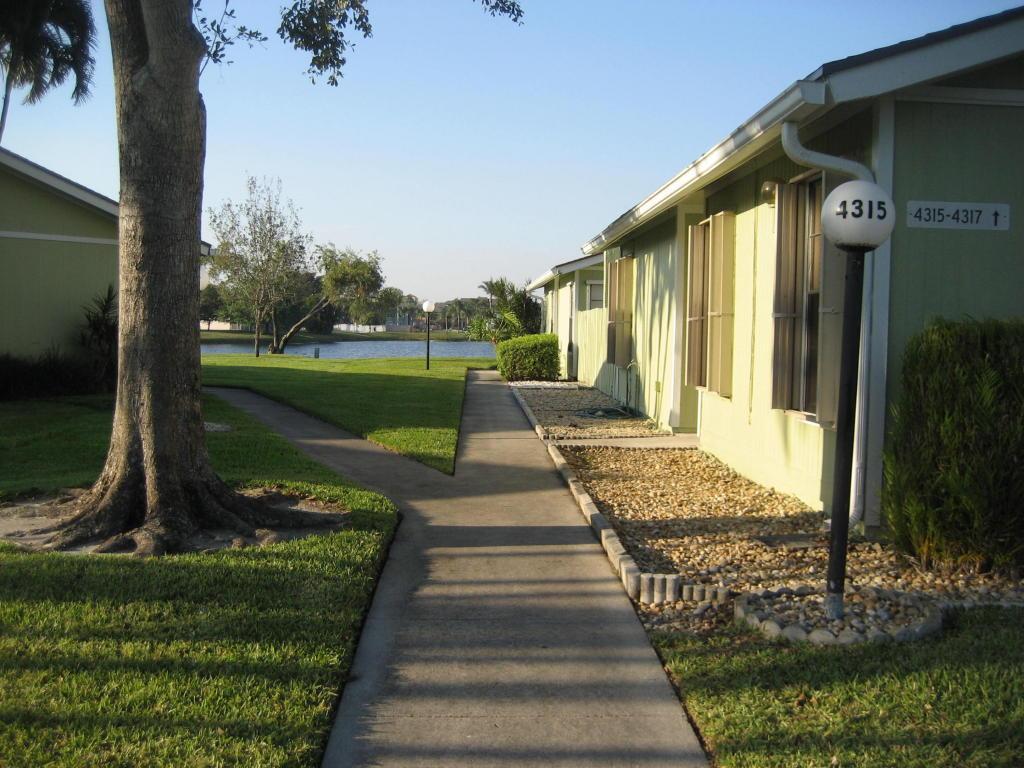 4317 Willow Pond Circle, West Palm Beach, FL 33417