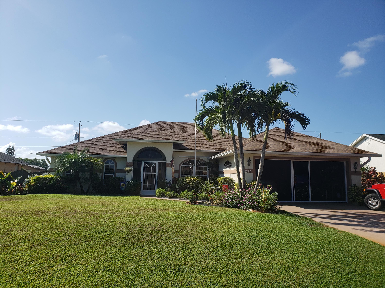 822 Se Chaloupe Avenue, Port Saint Lucie, FL 34983