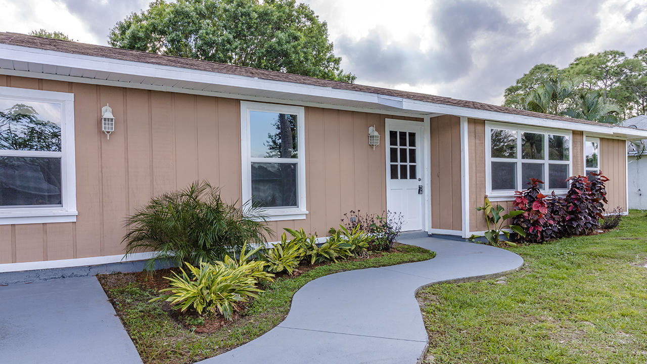 846 Se Starflower Avenue, Port Saint Lucie, FL 34983