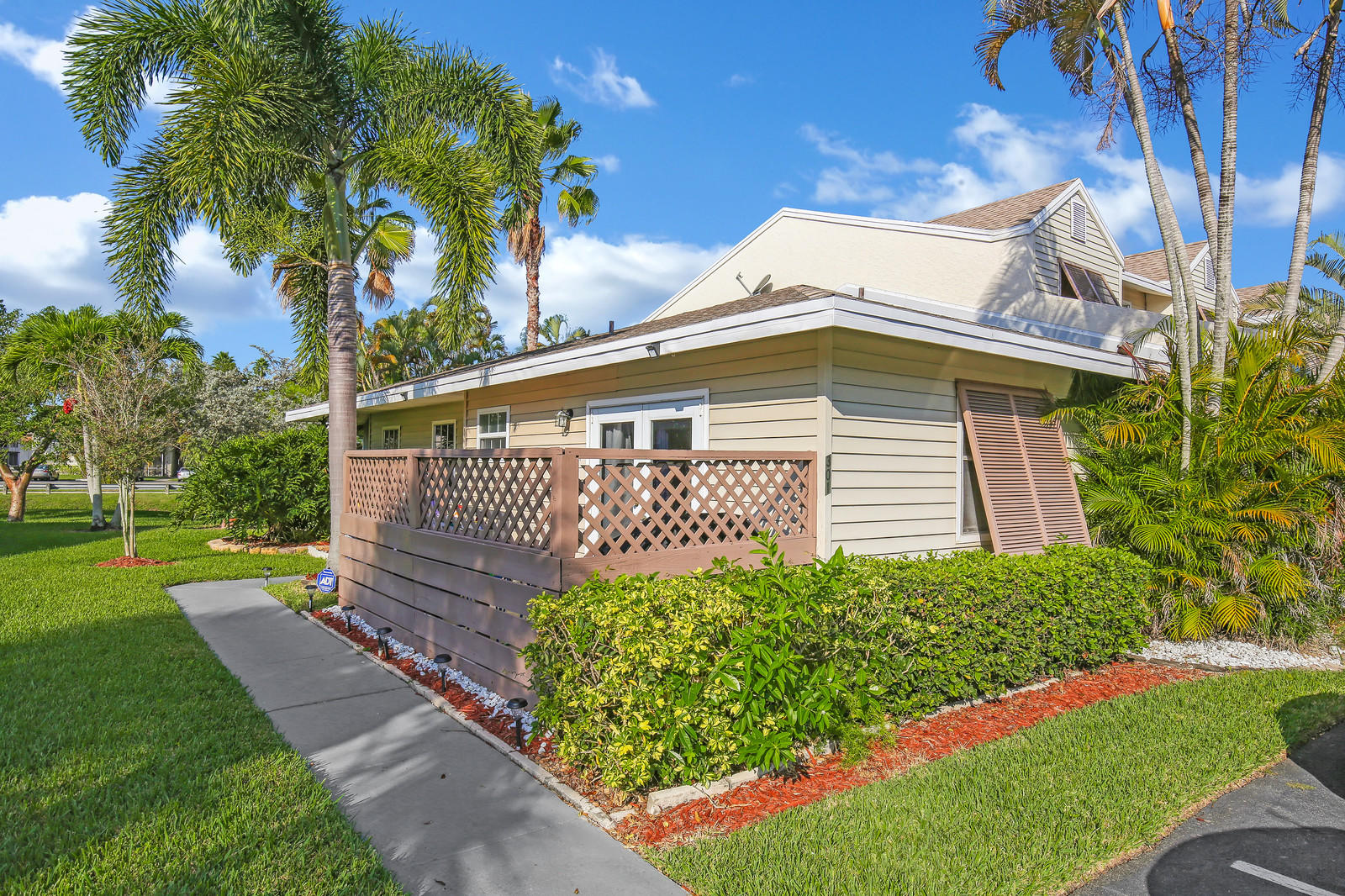 301 W Hemingway Circle, Margate, FL 33063
