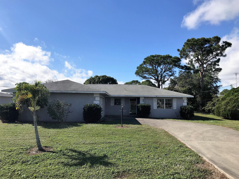 518 Se Floresta Drive, Port Saint Lucie, FL 34983
