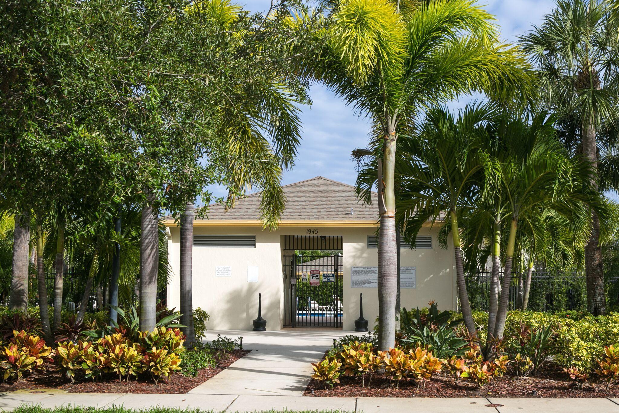 1940 Se High Springs Drive, Port Saint Lucie, FL 34952