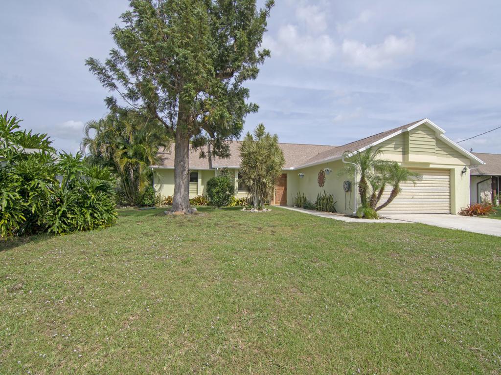 1833 Se Bowie Street, Port Saint Lucie, FL 34952
