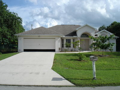 942 Sw Mcdevitt Avenue, Port Saint Lucie, FL 34953