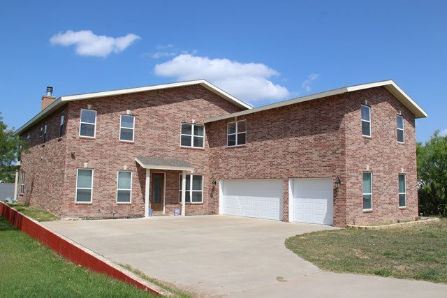 2862 Red Bluff Circle, San Angelo, TX 76904
