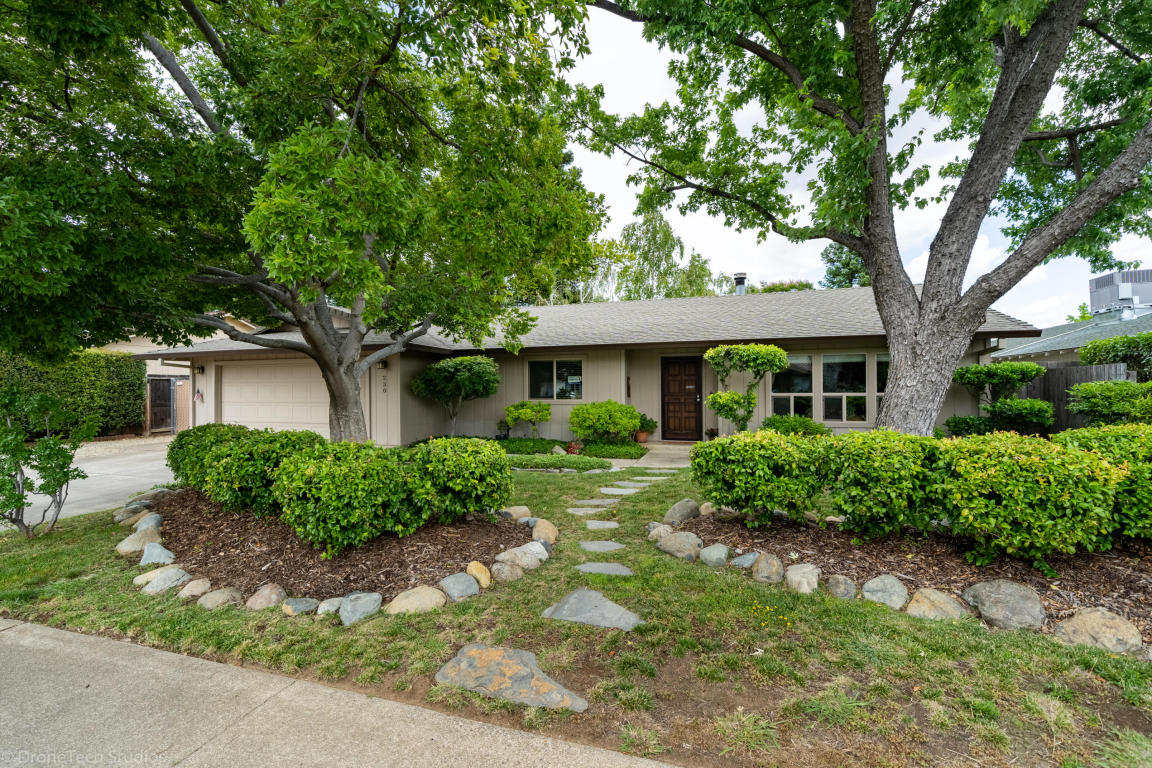 230 Woodhill Dr, Redding, CA 96003