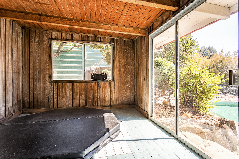 375 Rosemary Ln, Redding, CA 96003