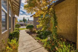 3722 Ferrero Way, Redding, CA 96001