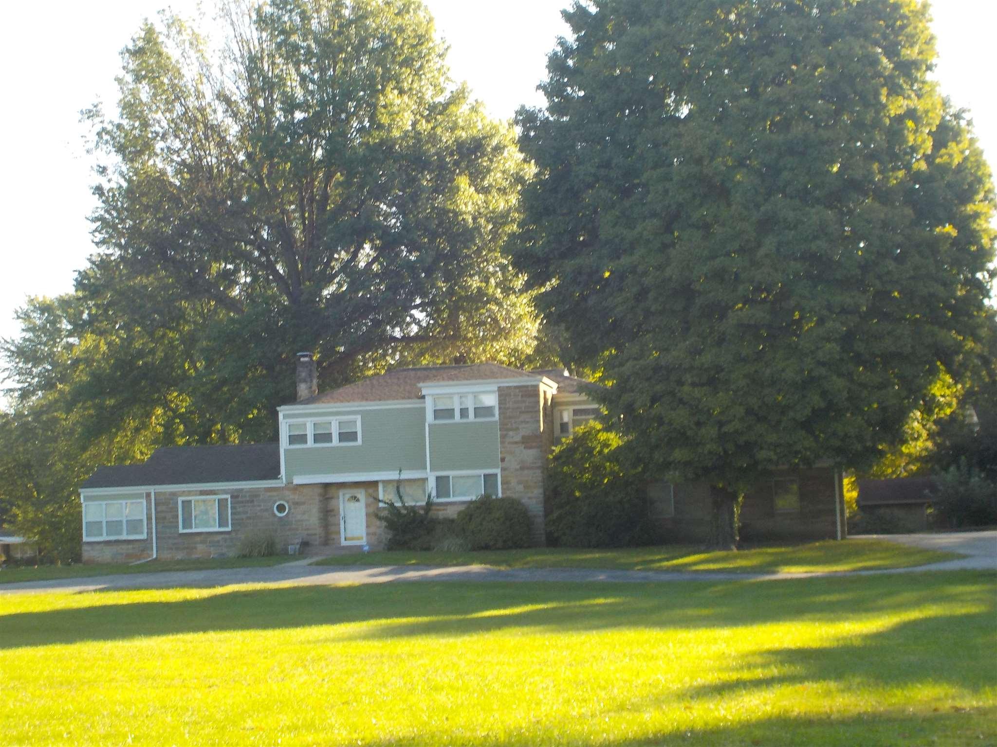 5 Green Acres, Washington, IN 47501