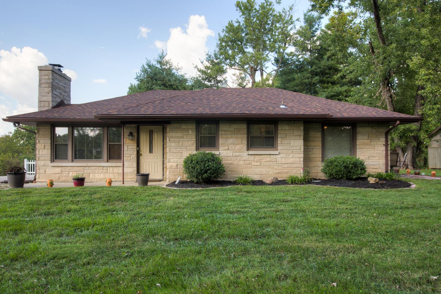 1368 Lovers Lane, Boonville, IN 47601