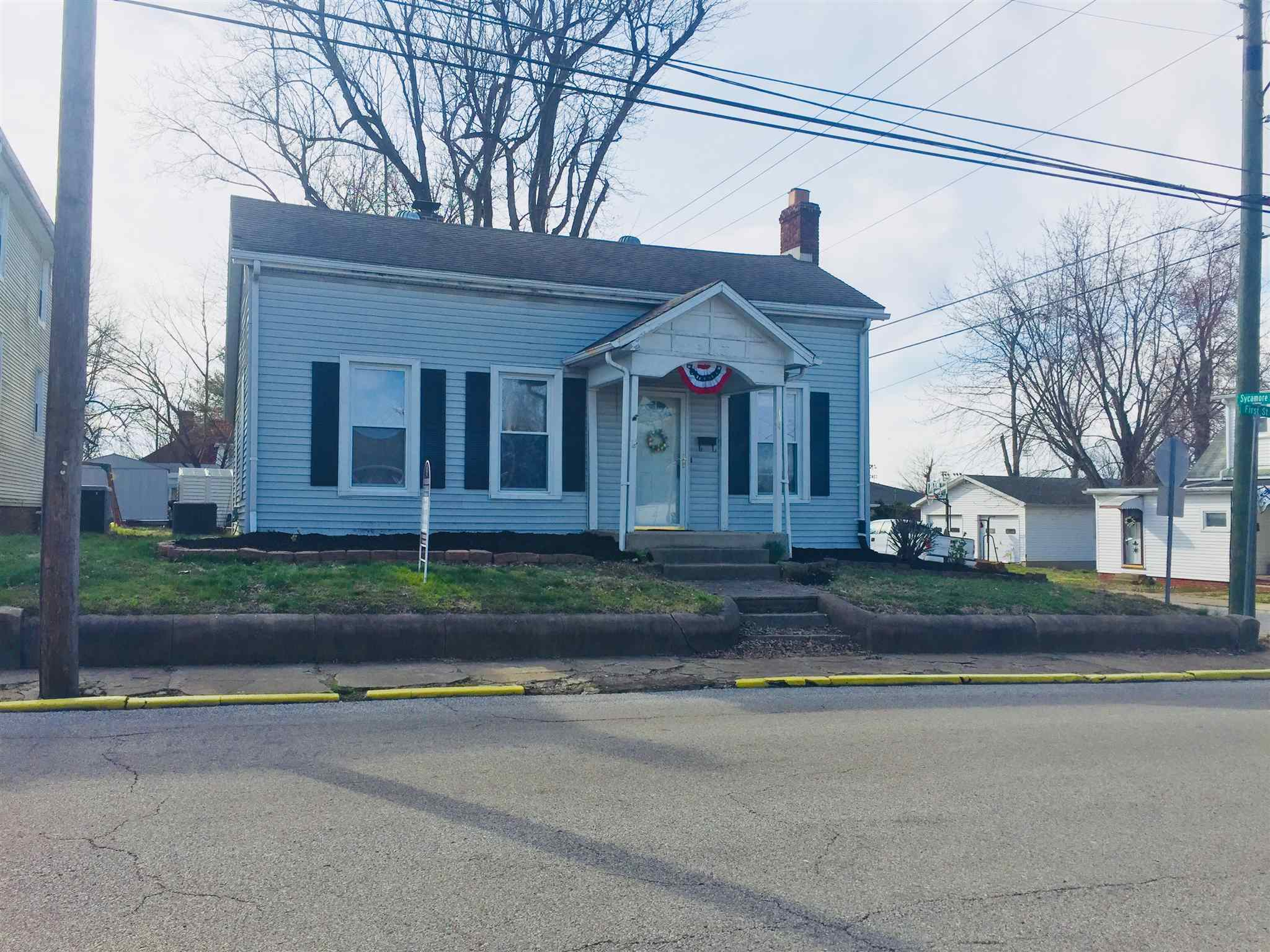 124 N First St, Boonville, IN 47601
