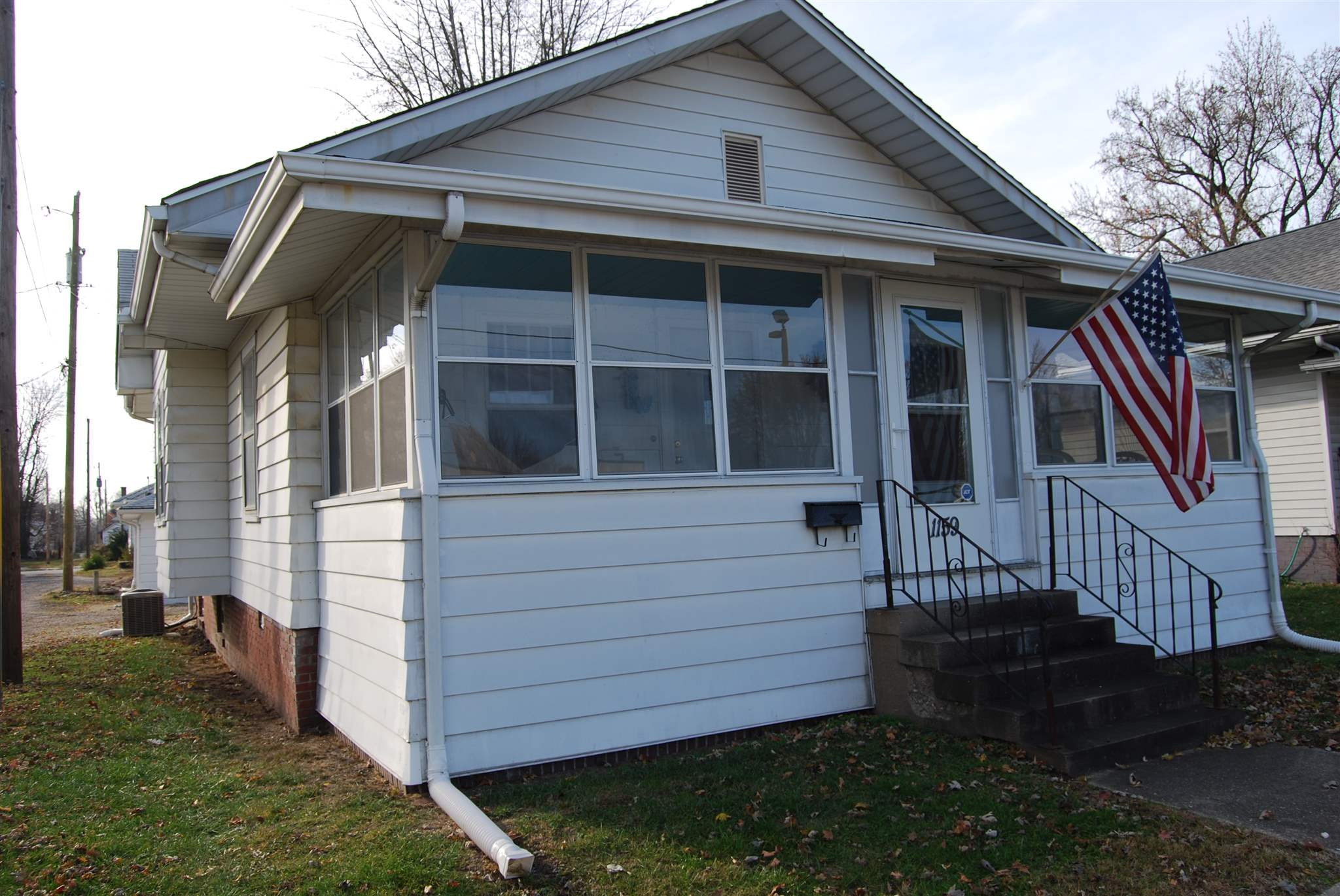 1159 E St Clair Street, Vincennes, IN 47591