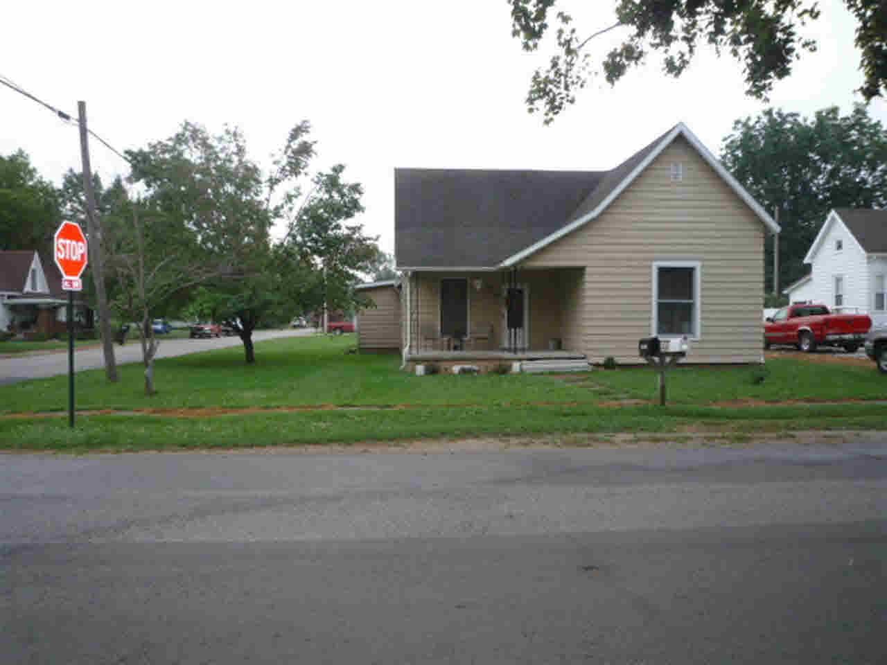 410 Maple St, Oaktown, IN 47561