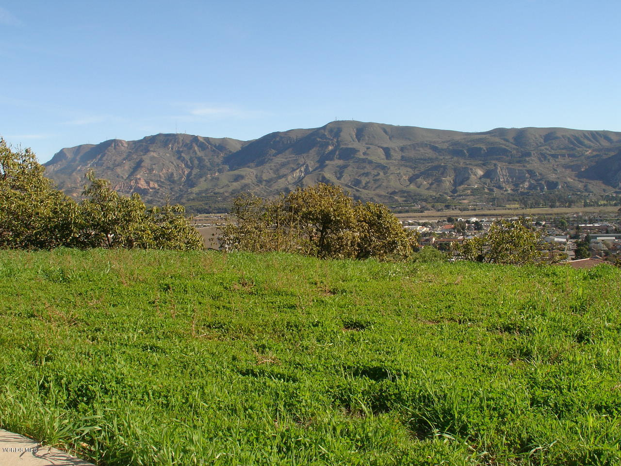 593 Glade Drive, Santa Paula, CA 93060