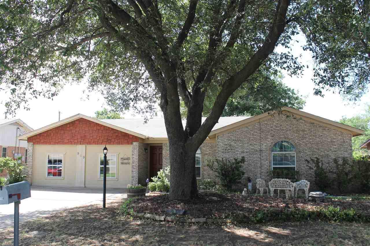 919 Foley Avenue, Iowa Park, TX 76367