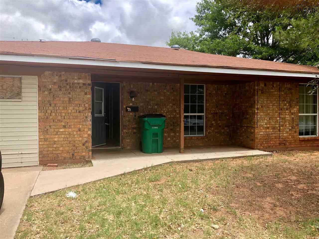 209 E Garden Street, Iowa Park, TX 76367
