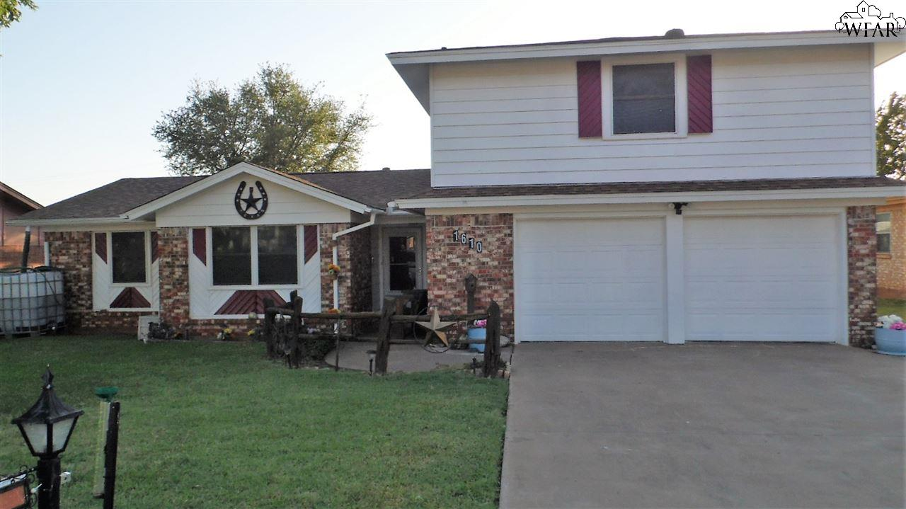 1610 Karen Lane, Iowa Park, TX 76367