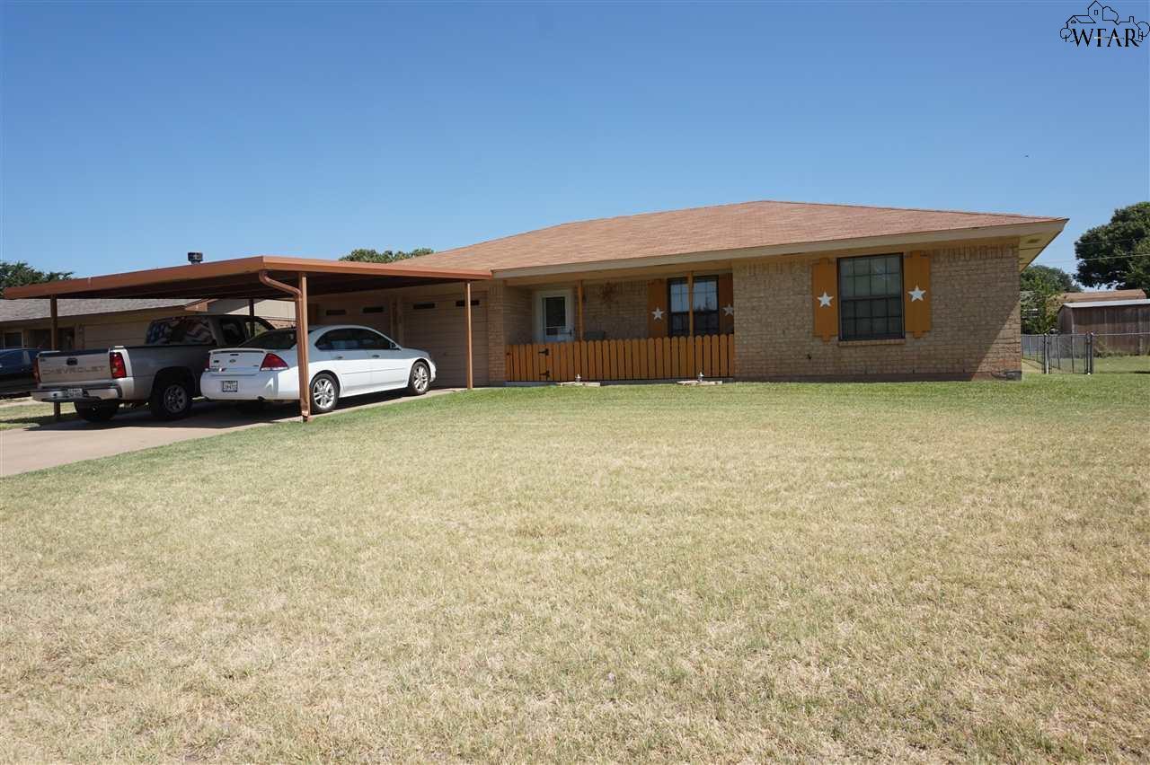 706 W Clara Avenue, Iowa Park, TX 76367