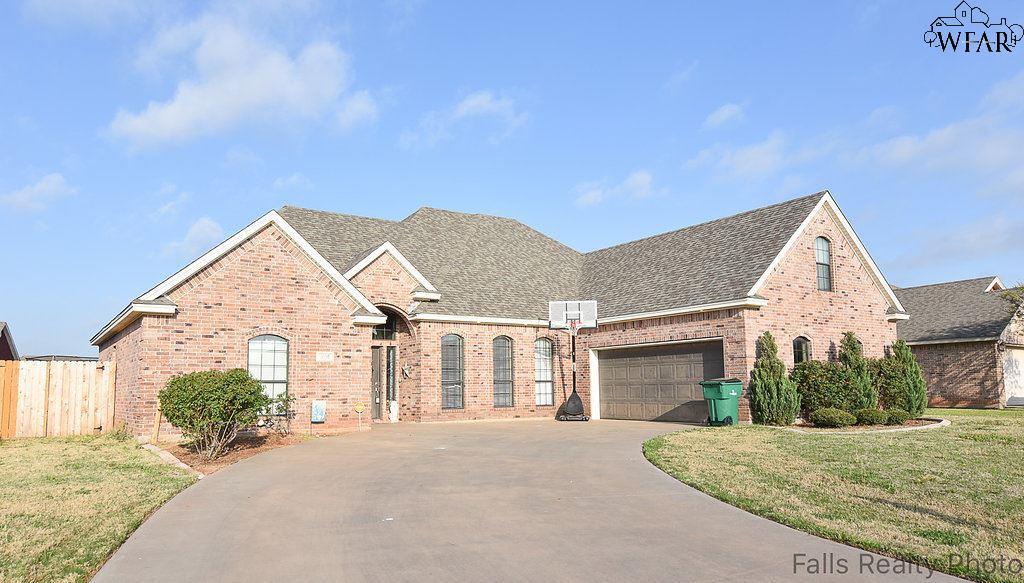 1106 Heritage Road, Burkburnett, TX 76354
