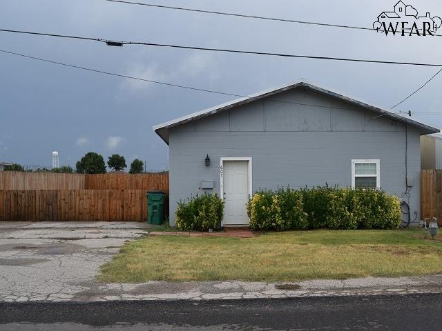607 W Bank Street, Iowa Park, TX 76367