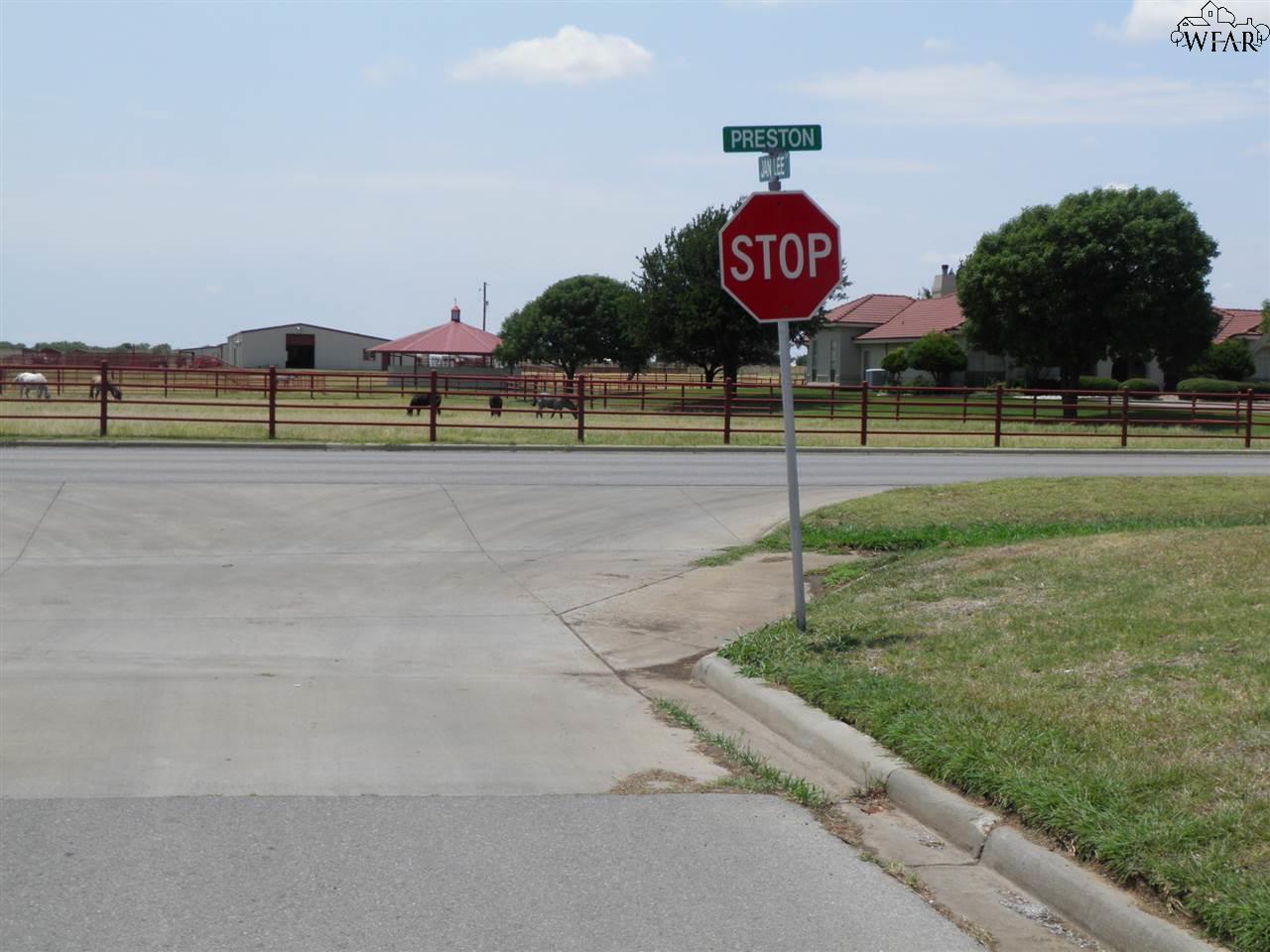1070 Jan Lee Drive, Burkburnett, TX 76354