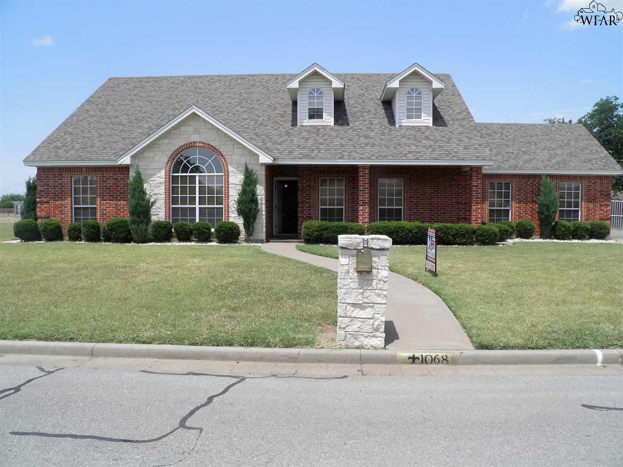 1068 Jan Lee Drive, Burkburnett, TX 76354