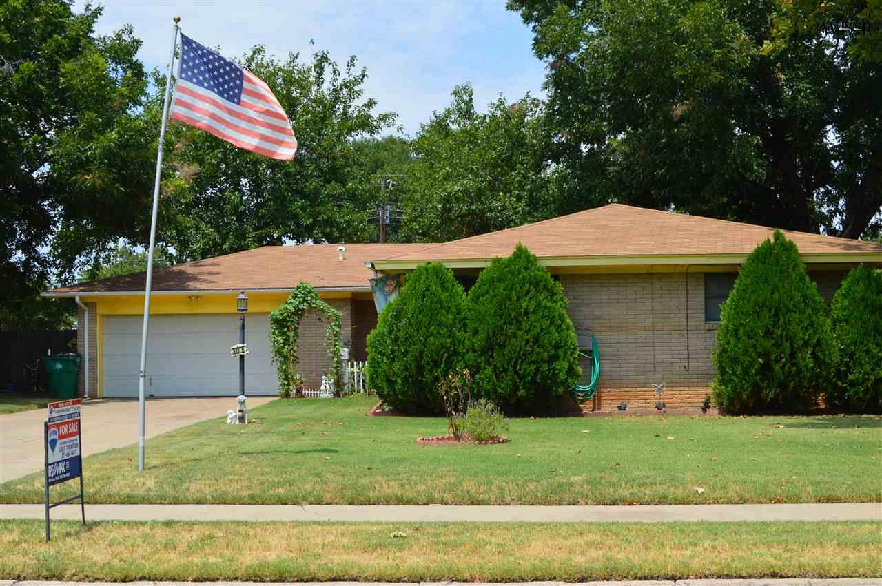 513 N Hilltop Avenue, Burkburnett, TX 76354