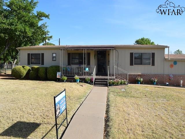 700 N Bond Street, Iowa Park, TX 76367
